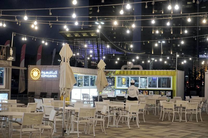 ABU DHABI , UNITED ARAB EMIRATES , APRIL 16   – 2018 :- Restaurants at the Al Bahar at the corniche in Abu Dhabi. ( Pawan Singh / The National ) For Weekender