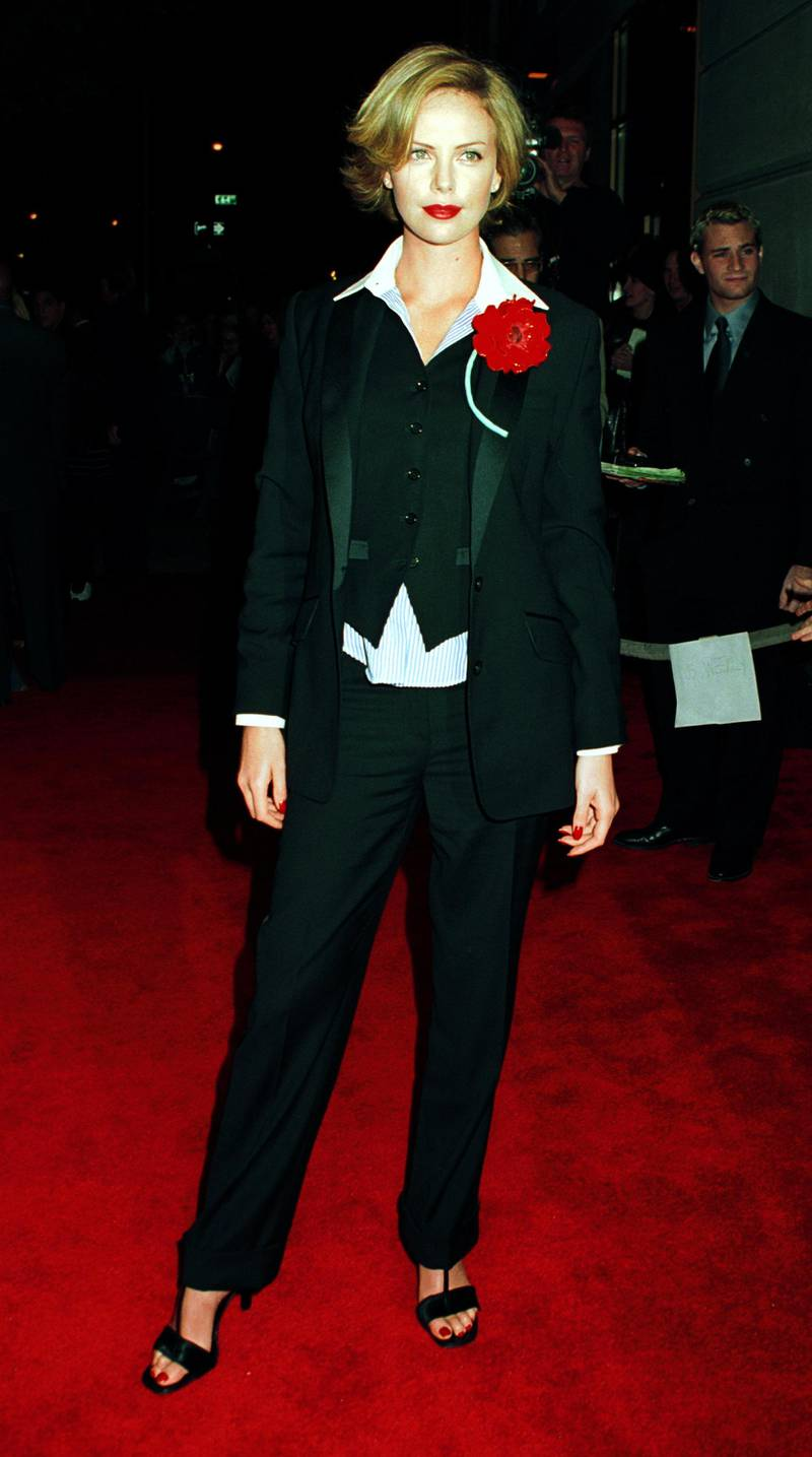 """380682 06: Actress Charlize Theron arrives October 22, 2000 at the special screening of """"Men of Honor"""" at the United Artists Theater in New York City. (Photo by George De Sota/Newsmakers)"""