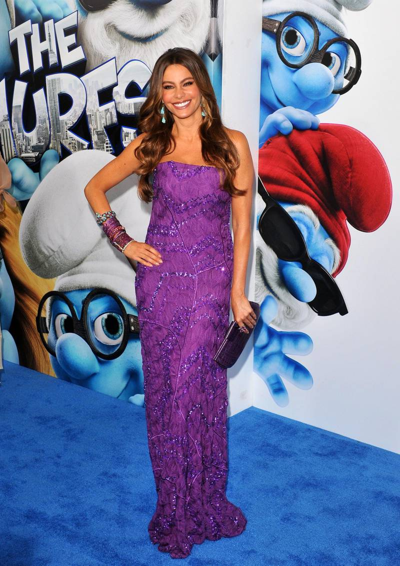 epa02840108 Colombian actress Sofia Vergara poses at the US premiere of The Smurfs in 3D at the Ziegfeld Theater in New York, USA, 24 July 2011.  EPA/JASON SZENES