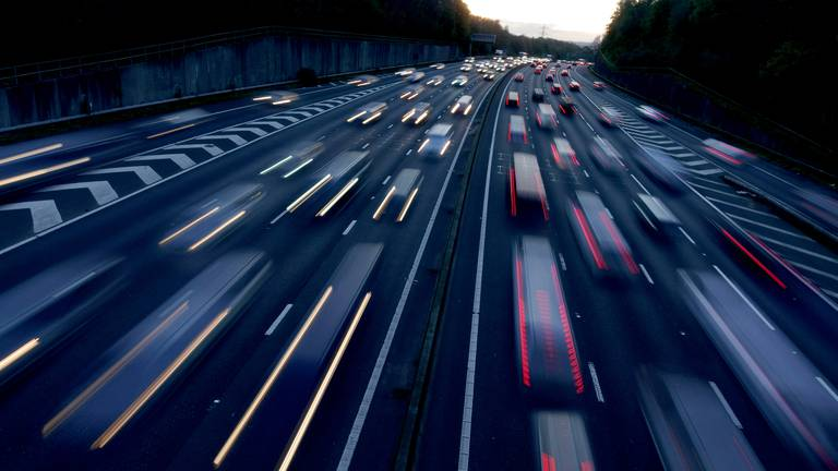 An image that illustrates this article Noisy roads and trains linked to increased risk of dementia