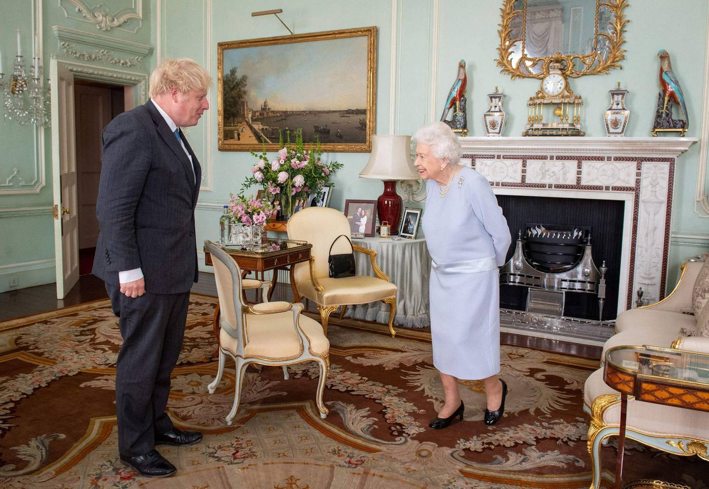 TOPSHOT - Britain's Queen Elizabeth II greets Britain's Prime Minister Boris Johnson during an audience at Buckingham Palace in central London on June 23, 2021, the Queen's first in-person weekly audience with the Prime Minister since the start of the coronavirus pandemic. / AFP / POOL / Dominic Lipinski