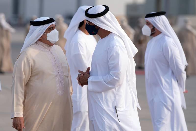 ABU DHABI, UNITED ARAB EMIRATES - November 17, 2020: HH General Sheikh Mohamed bin Zayed Al Nahyan Crown Prince of Abu Dhabi Deputy Supreme Commander of the UAE Armed Forces (R), receives HM King Hamad bin Isa Al Khalifa, King of Bahrain (L), at the Presidential Airport.   ( Hamad Al Mansoori / Ministry of Presidential Affairs  ) ---