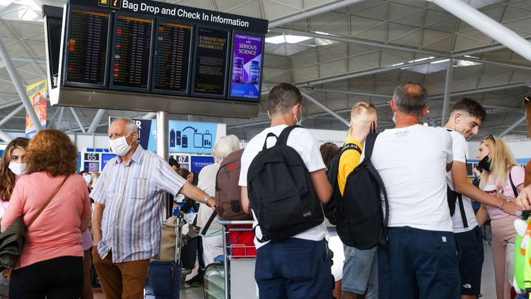 An image that illustrates this article Stansted Airport hit by baggage system 'chaos'