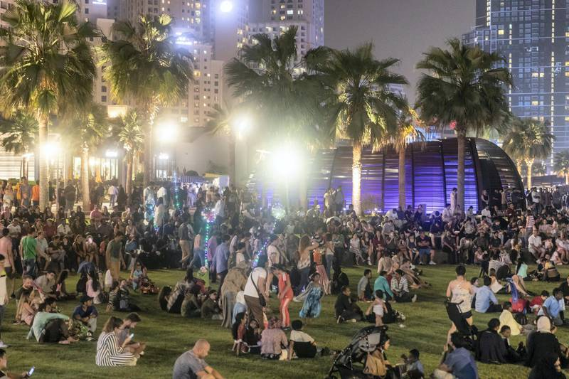 DUBAI, UNITED ARAB EMIRATES. 21 AUGUST 2018. Visitors and residents of Dubai wait for Eid fireworks to start at The Beach on JBR. (Photo: Antonie Robertson/The National) Journalist: None. Section: National.