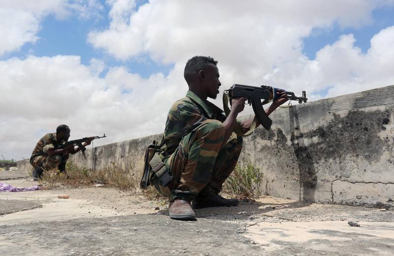 FILE PHOTO: Members of Somali Armed Forces take their position during fighting between the military and police backed by intelligence forces in the Dayniile district of Mogadishu, Somalia September 16, 2017. REUTERS/Feisal Omar/File Photo