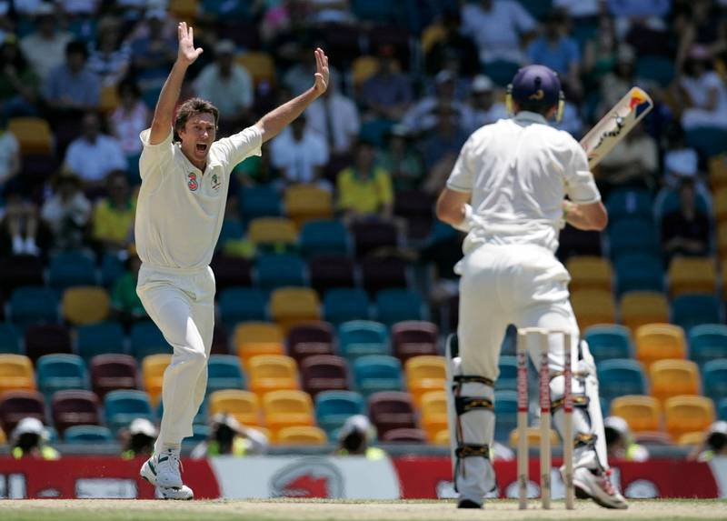 Australia's Glenn McGrath (L) appeals successfully for the wicket of England's Kevin Pietersen (R) LBW for 16 runs during the first Ashes cricket test match at the Gabba stadium in Brisbane November 25, 2006.   MOBILES OUT  EDITORIAL USE ONLY   REUTERS/Tim Wimborne (AUSTRALIA) - RTR1JOF7