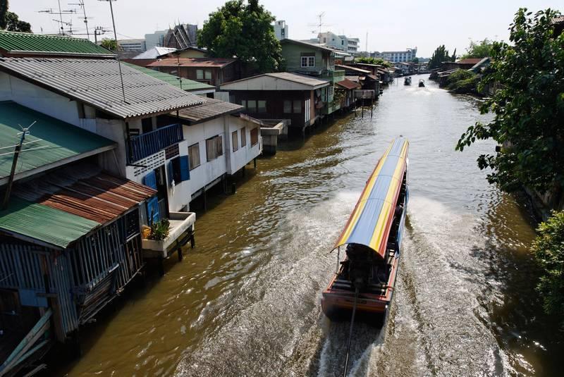 B8AC47 Long tail passenger boats travelling along Khlong Mon river canal Thonburi district in Bangkok Thailand