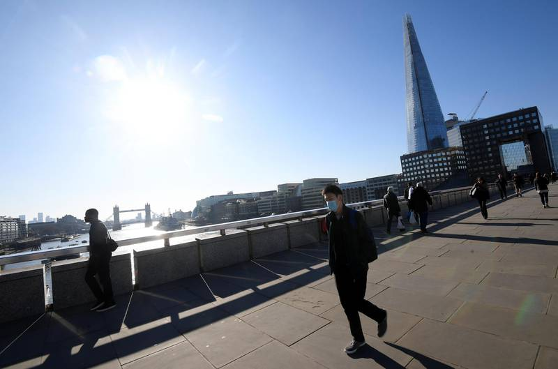 Commuters walk over London bridge during the morning rush hour, as the spread of the coronavirus disease (COVID-19) continues, in London, Britain, March 23, 2020. REUTERS/Toby Melville