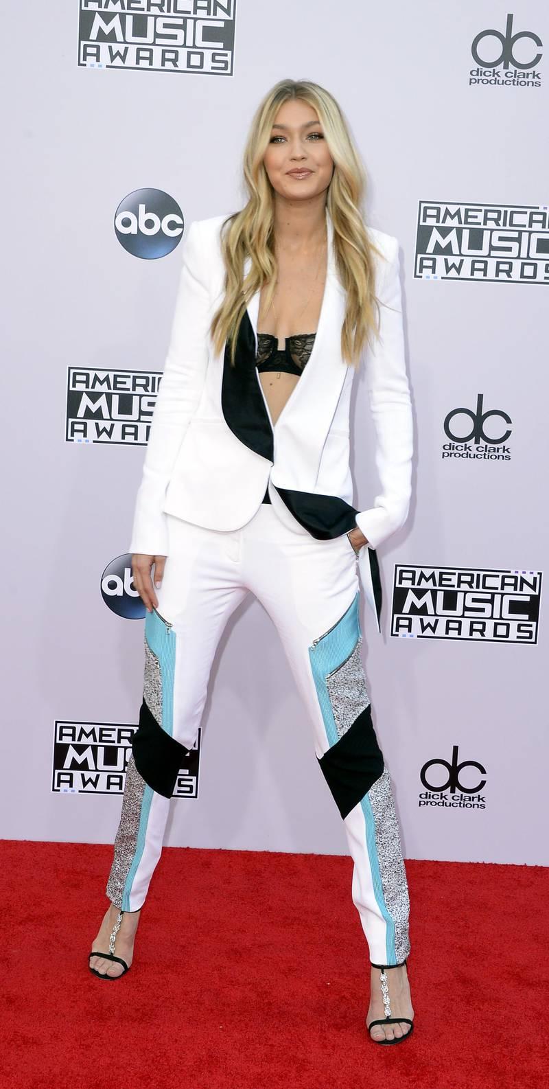 epa04501660 Model Gigi Hadid arrives for the 2014 American Music Awards at the Nokia Theatre in Los Angeles, California, USA, 23 November 2014.  EPA/PAUL BUCK