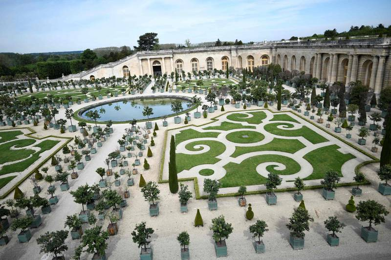 This photograph taken on May 29, 2021, shows the gardens of the 'Orangerie' of Versailles Palace in Versailles, where a temporary Covid-19 vaccination centre has been set up.   / AFP / STEPHANE DE SAKUTIN