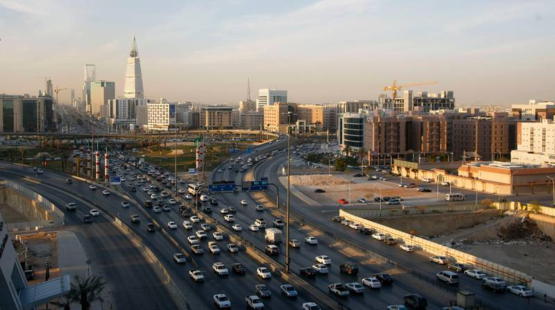 Wednesday, January 13, 2010 - Riyadh, Saudi Arabia -- Scenes of traffic in downtown Riyadh with the Kingdom Tower in the background. Ahmed Yosri for The NationalSKYLINE, CITYSCAPE *** Local Caption ***  SRI6765.jpg