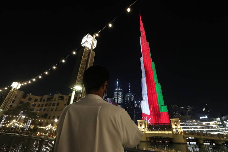 DUBAI, UNITED ARAB EMIRATES , November 18 – 2020 :- Omani flag displayed on the Burj Khalifa in Dubai for Oman's 50th National Day. (Pawan Singh / The National) For News/Standalone/Big Picture/Online/Instagram