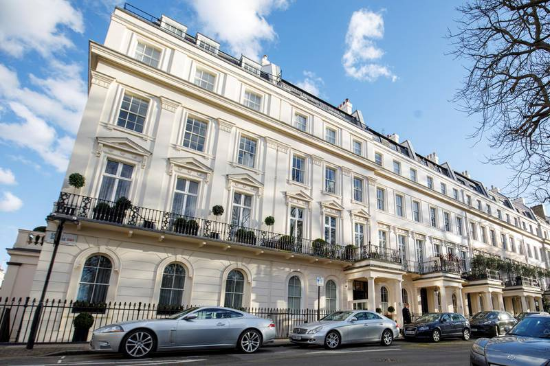 Houses and cars are seen in Eaton Square in Belgravia, London on March 8, 2018. (Photo by Tolga Akmen / AFP)