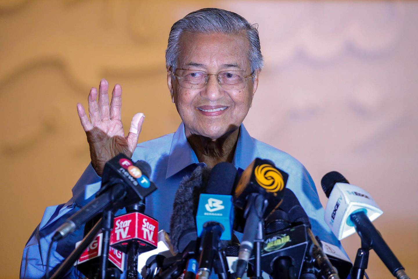 epa08261071 A former Malaysia Prime Minister Mahathir Mohammad speaks to the media during a press conference in Kuala Lumpur, Malaysia, 01 March 2020. The Yang di-Pertuan Agong, the ruling monarch of Malaysia, Abdullah of Pahang appointed Muhyiddin Yassin as the country's new premier on 29 February 2020, following the resignation of his predecessor, 94-year-old Mahathir Mohamad, a week earlier.  EPA/FAZRY ISMAIL