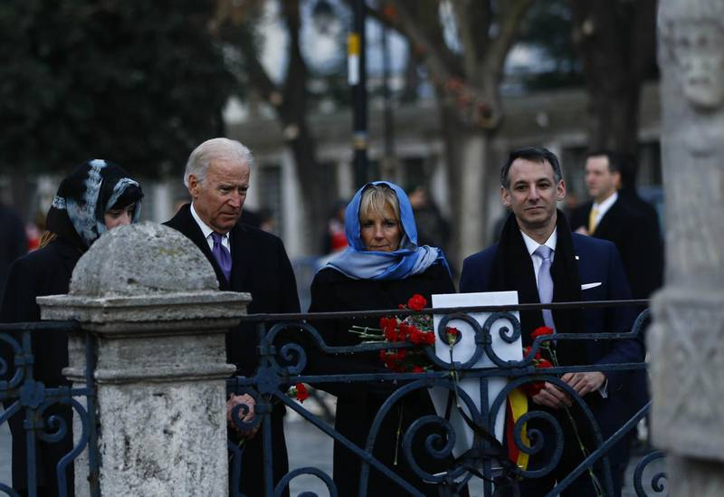 """US Vice President Joe Biden (2nd L) flanked by his wife Jill (2nd R), his granddaughter Naomi Biden (L), and son-in-law Howard Krein (R) pays tribute on January 22, 2016 in Istanbul,  to the victims of the January 12 bomb attack, where ten German tourists were killed, in the historic Sultanahmet district of Istanbul. - US Vice President Joe Biden strongly criticised Turkey for failing to set the right """"example"""" on freedom of expression, slamming the imprisonment of journalists and investigation of academics who criticised government policy. (Photo by Murad SEZER / POOL / AFP)"""