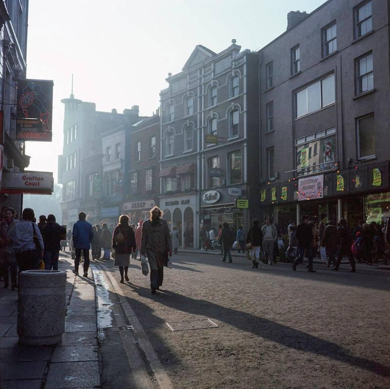 My photograph of #GraftonStreet right after its Pedestrianisation in December 1982 #davidjazay #DublinBeforetheTiger