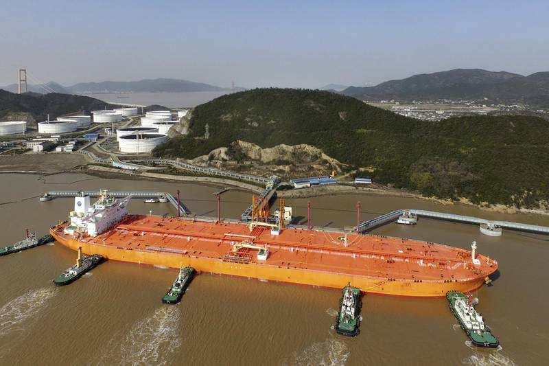 """Tugboats dock the oil tanker """"EAGLE VARNA"""" carrying imported crude oil at the Port of Zhoushan in Zhoushan city, east China's Zhejiang province, 4 July 2018. China has issued a second batch of crude oil import quotas for independent refiners and some trading companies with a total volume of 11.91 million tonnes, three trade sources said on Thursday, citing official documents. Of the 26 companies that received quotas, 21 were independent refiners, they said. The first batch of quotas for this year totaled 121.32 million tonnes and were issued to 44 companies in December.  (Imaginechina via AP Images)"""