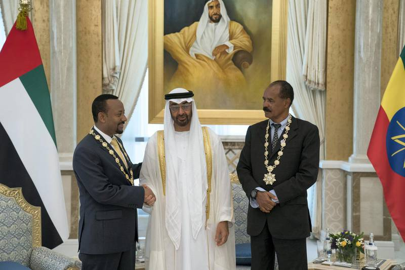 ABU DHABI, UNITED ARAB EMIRATES - July 24, 2018: HH Sheikh Mohamed bin Zayed Al Nahyan Crown Prince of Abu Dhabi Deputy Supreme Commander of the UAE Armed Forces (C), presents a Zayed Medal to HE Dr Abiy Ahmed, Prime Minister of Ethiopia (L) and HE Isaias Afwerki, President of Eritrea (R), during a reception at the Presidential Palace.   ( Hamad Al Kaabi / Crown Prince Court - Abu Dhabi ) ---