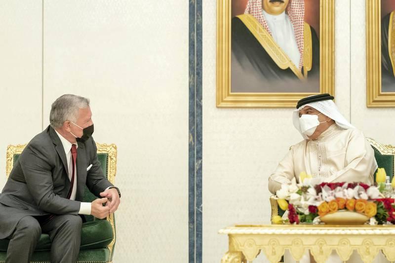 GHANTOOT, ABU DHABI, UNITED ARAB EMIRATES - November 18, 2020: HM King Hamad bin Isa Al Khalifa King of Bahrain (R) speaks with HM King Abdullah II, King of Jordan (L), during a tripartite summit between the UAE, Bahrain and Jordan.   ( Rashed Al Mansoori / Ministry of Presidential Affairs ) ---