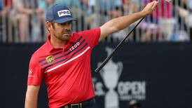 Louis Oosthuizen closes with stunning eagle to join US Open leaders