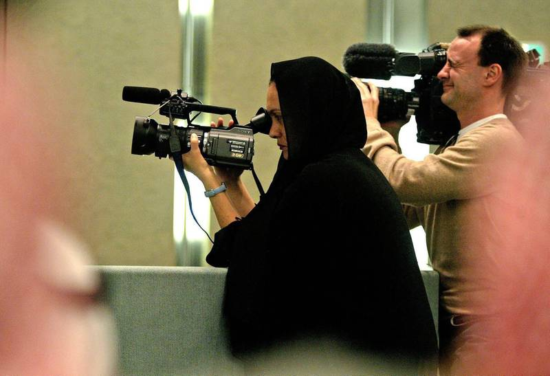 epa000368521 A woman journalist films the announcement of election results 11 February 2005 for the Riyadh Municipal Council in Saudi Arabia where pro-Islamists candidates emerged a the triumphant block in the landmark elections.  Women in the conservative Islamic state of Saudi Arabia are not allowed to vote or run for office and their participation in future elections were one of the topics of discussion among government officials.  EPA/Mike NELSON *** Local Caption *** 00368521
