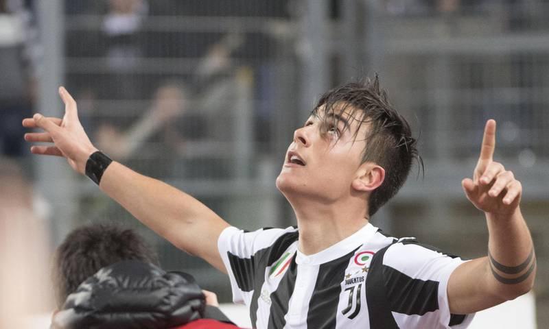 epa06577769 Paulo Dybala of Juventus jubilates after scoring the 0-1 goal during the Italian Serie A soccer match SS Lazio - Juventus FC, at Olimpico stadium in Rome, Italy, 03 March 2018.  EPA/MAURIZIO BRAMBATTI