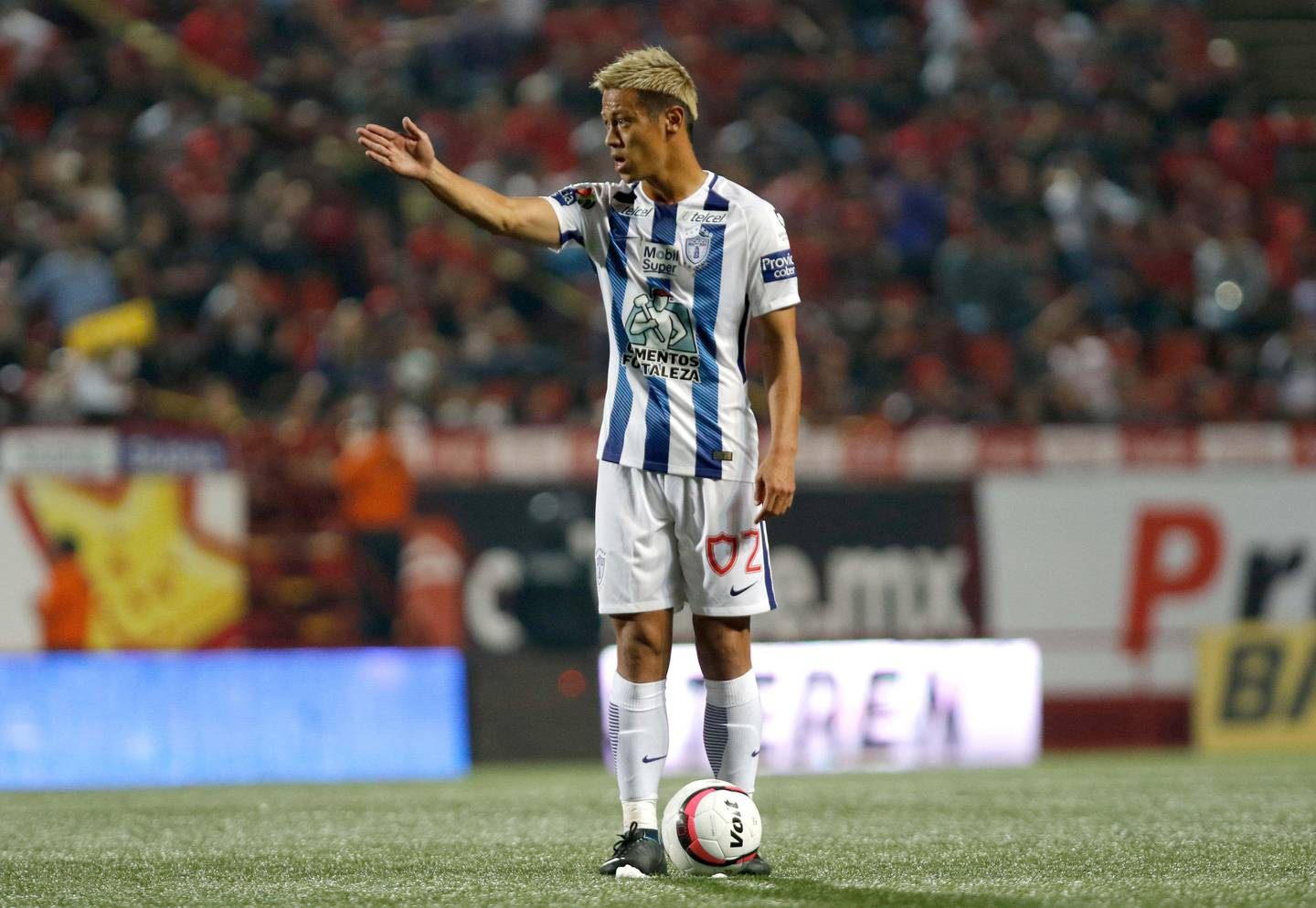 Pachuca`s midfielder Keisuke Honda of Japan gesticures during a Torneo Apertura 2017 Liga MX match against Tijuana at Caliente Stadium in Tijuana, Mexico on August 25, 2017. / AFP PHOTO / GUILLERMO ARIAS AND GUILLERMO ARIAS