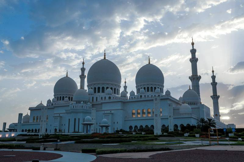Abu Dhabi, UAE.  May 17, 2018.  Sheikh Zayed Mosque at dusk.  The first morning of Ramadan.Victor Besa / The NationalSection:  National