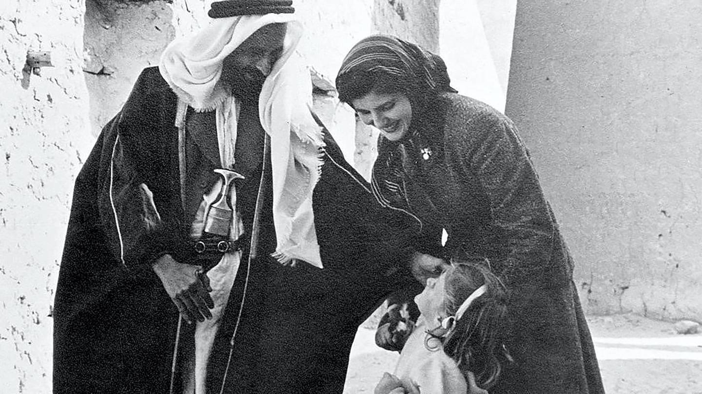 Sheikh Shakhbut greets Susan Hillyard and her daughter Deborah in Abu Dhabi in the winter of 1957. Courtesy Susan Hillyard