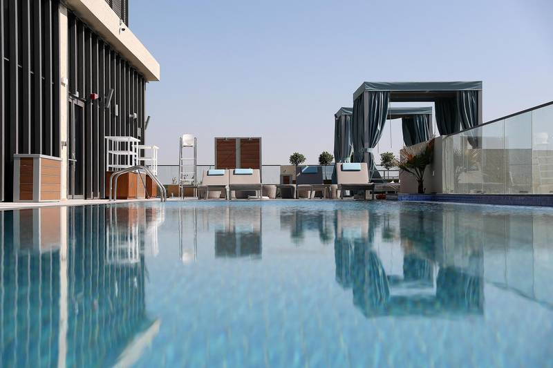 DUBAI, UNITED ARAB EMIRATES, December 6 – View of the outdoor pool area on the roof top at the Element hotel apartments in Al Jaddaf area in Dubai. (Pawan Singh / The National) For Lifestyle/Online. Story by Janice Rodrigues