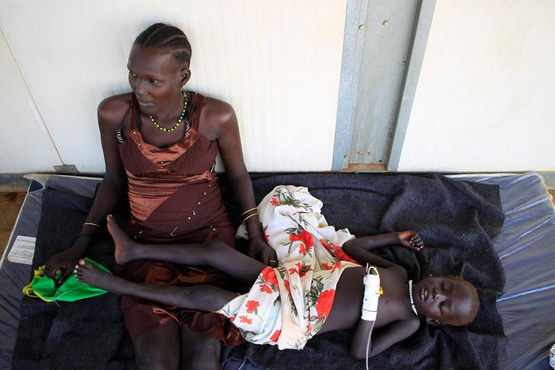 A displaced mother tends to her sick child at a United Nations hospital at Tomping camp, where some 15,000 displaced people who fled their homes are sheltered by the UN near South Sudan's capital Juba January 7, 2014. REUTERS/James Akena (SOUTH SUDAN - Tags: POLITICS CIVIL UNREST CONFLICT HEALTH TPX IMAGES OF THE DAY)