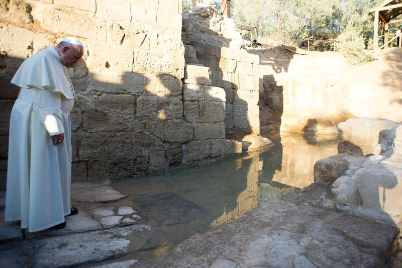 """A handout picture released by the Vatican press office shows Pope Francis visiting Bethany beyond the Jordan river, the site believed to be of Christ's baptism, west of Amman, Jordan, on May 24, 2014. The pontiff is in Jordan on the first of a three day trip to the Middle East that will also take him to the West Bank and Israel. AFP PHOTO/ OSSERVATORE ROMANO / HO  -- RESTRICTED TO EDITORIAL USE - MANDATORY CREDIT """"AFP PHOTO / OSSERVATORE ROMANO"""" - NO MARKETING NO ADVERTISING CAMPAIGNS - DISTRIBUTED AS A SERVICE TO CLIENTS (Photo by - / OSSERVATORE ROMANO / AFP)"""