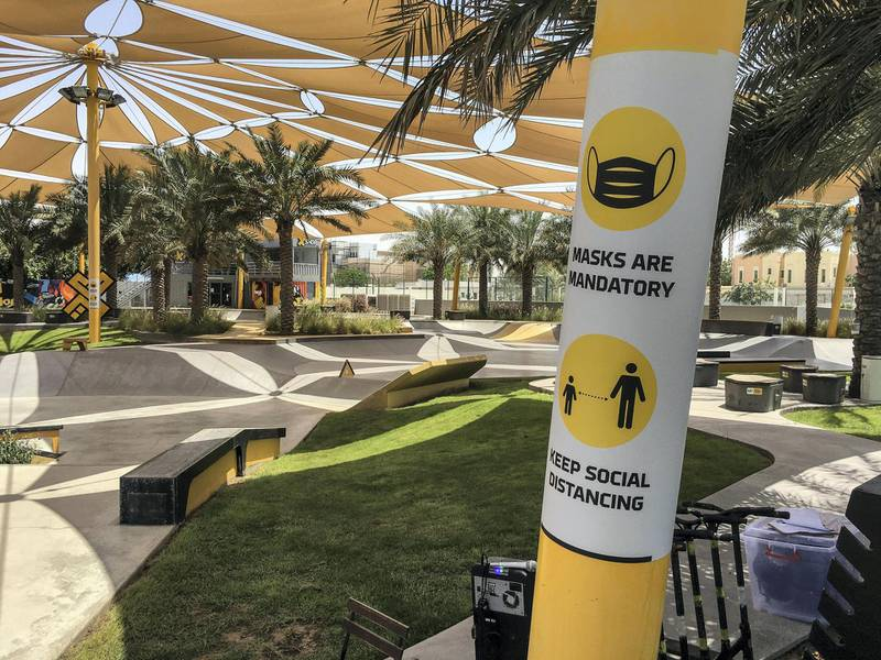 DUBAI, UNITED ARAB EMIRATES. 17 MAY 2020. Preparations along the opening of parks along the Dubai Beach. Protocol posters for opening at the Kite Beach skate park. (Photo: Antonie Robertson/The National) Journalist: STANDALONE. Section: National.