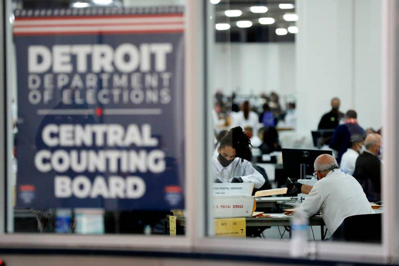 TOPSHOT - Detroit election workers work on counting absentee ballots for the 2020 general election at TCF Center on November 4, 2020 in Detroit, Michigan.  President Donald Trump and Democratic challenger Joe Biden are battling it out for the White House, with polls closed across the United States -- and the American people waiting for results in key battlegrounds still up for grabs. / AFP / JEFF KOWALSKY