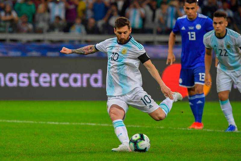 Argentina's Lionel Messi takes a penalty awarded by the VAR after a hand in the area, to score against Paraguay during their Copa America football tournament group match at the Mineirao Stadium in Belo Horizonte, Brazil, on June 19, 2019. / AFP / Luis ACOSTA