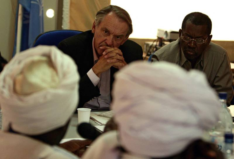 UN Special Envoy for Darfur, Jan Eliasson, (L) and Ambassador Boubou Niang of the African Union Mission in the Sudan (AMIS) Darfur Peace Agreement Implementation Team (DPAIT) listen to local leaders of an Arab tribe during a meeting at the United Nations Mission in the Sudan (UNIMIS) headquarters in el-Fasher, the capital of North Darfur, 10 August 2007. The deployment of the UN-African Union peacekeeping force to the western Sudanese region of Darfur will be an unprecendented challenge, the UN official in charge of the mission said today. AFP PHOTO / AMIS / STUART PRICE (Photo by STUART PRICE / AMIS / AFP)