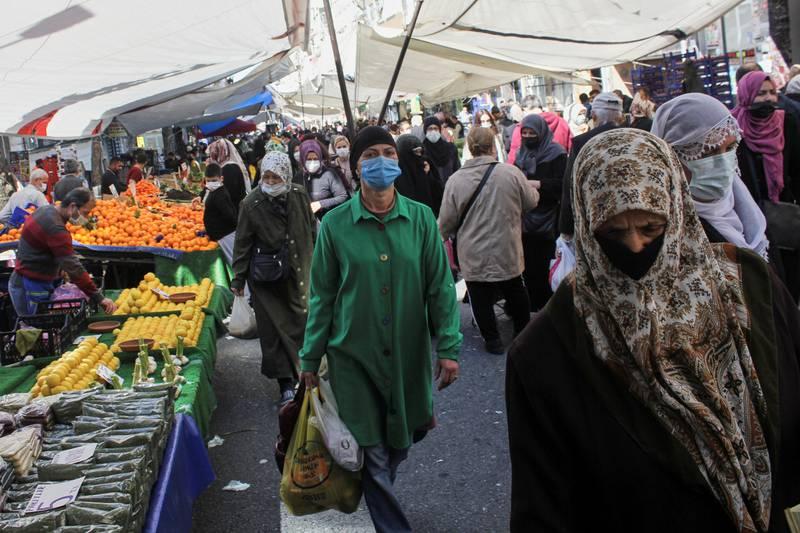 People wearing protective face masks shop at a fresh market, amid the coronavirus disease (COVID-19) pandemic, in Istanbul, Turkey April 26, 2021. REUTERS/Dilara Senkaya
