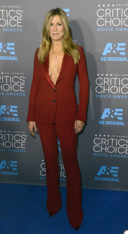 epa04562149 US actress Jennifer Aniston arrives for the 20th Annual Critics' Choice Awards in Hollywood, California, USA, 15 January 2015.  EPA/MICHAEL NELSON