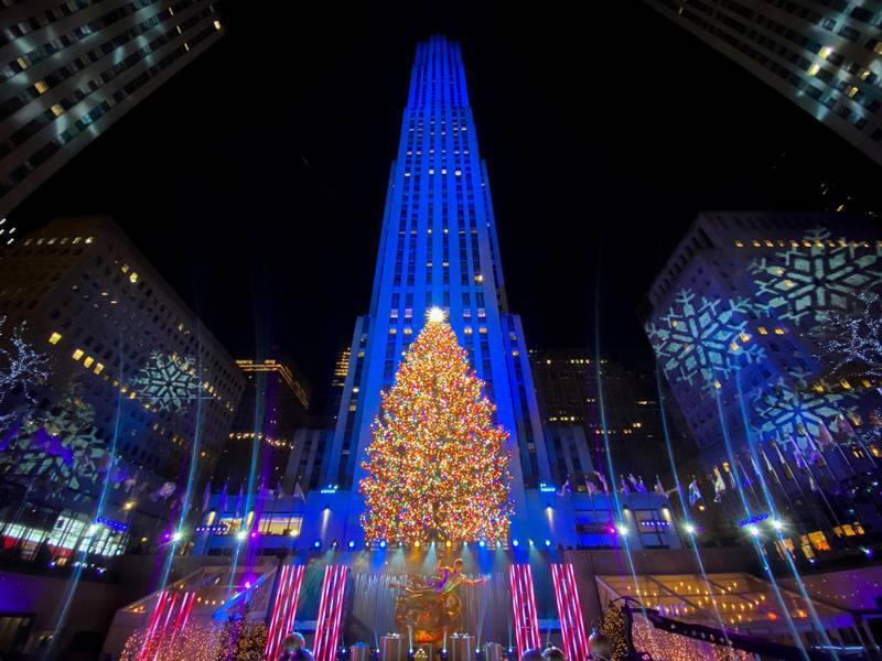 The Christmas tree is lit at Rockefeller Center in the Manhattan borough of New York City, New York, U.S., December 2, 2020. REUTERS/Eduardo Munoz     TPX IMAGES OF THE DAY