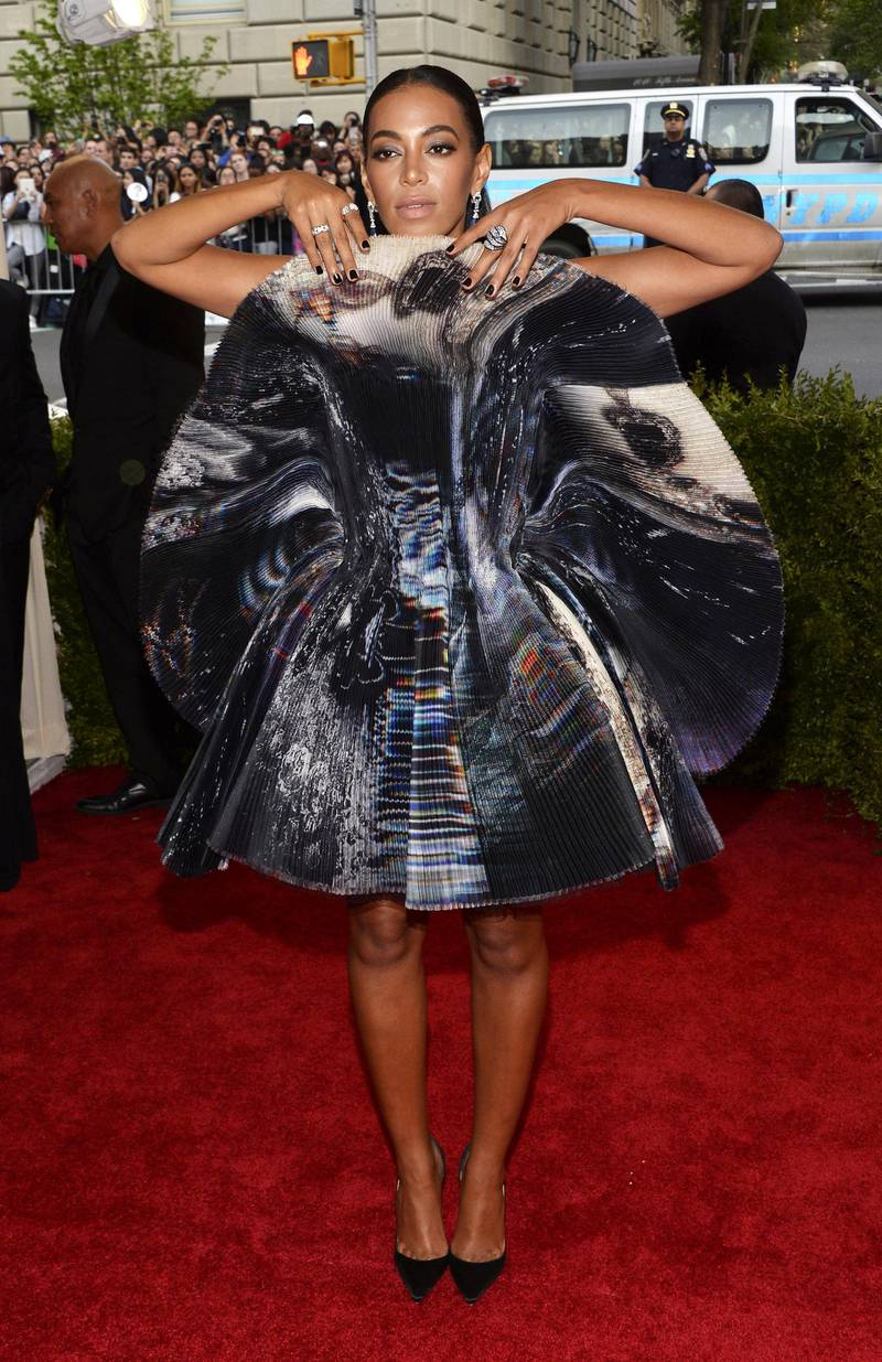 epa04733340 Solange Knowles arrives for the 2015 Anna Wintour Costume Center Gala held at the New York Metropolitan Museum of Art in New York, New York, USA, 04 May 2015. The Costume Institute will present the exhibition 'China: Through the Looking Glass' at The Metropolitan Museum of Art from 07 May to 16 August 2015.  EPA/JUSTIN LANE