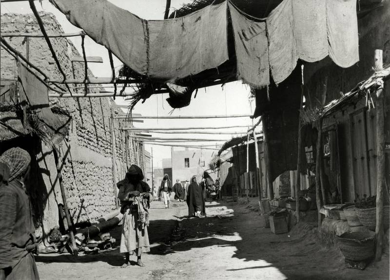 The souk at Kuwait, Kuwait, circa 1940.  (Photo by Marian O'Connor/Royal Geographical Society via Getty Images)