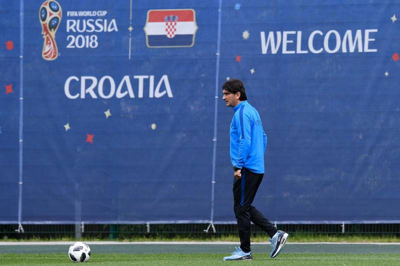 Croatia'a coach Zlatko Dalic attends a training session at the Roschino Stadium near Saint Petersburg on June 29, 2018 during the Russia 2018 World Cup football tournament. / AFP / Christophe SIMON