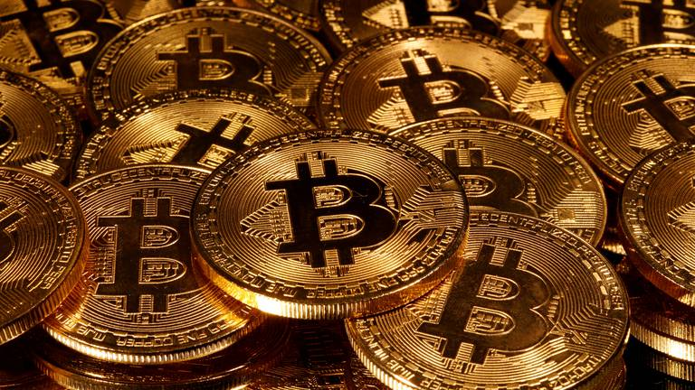 An image that illustrates this article Here's how investors can manage Bitcoin's rollercoaster ride