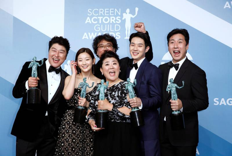 """FILE PHOTO: 26th Screen Actors Guild Awards - Photo Room - Los Angeles, California, U.S., January 19, 2020 - The cast of """"Parasite"""" poses backstage with their Outstanding Performance by a Cast in a Motion Picture award. REUTERS/Monica Almeida/File Photo"""