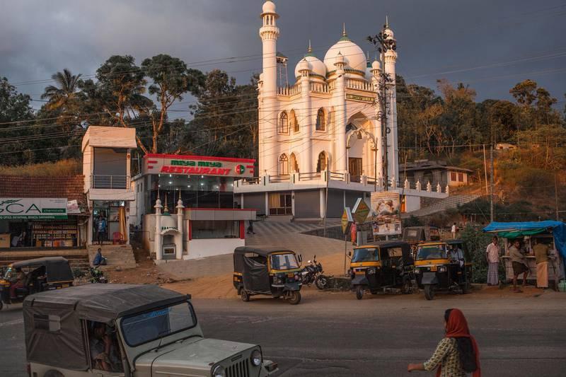 Overview of Santhanpara Jumua Masjid, Santhanpara, Kerala. Photo by Sebastian Castelier