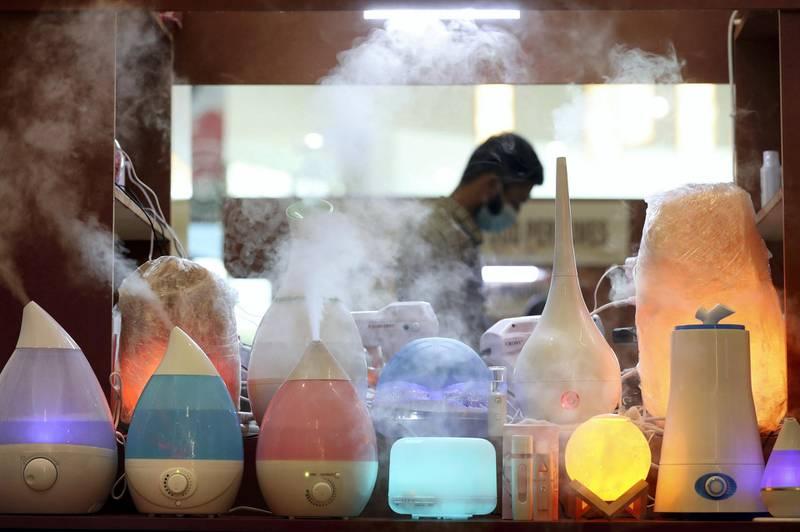 Dubai, United Arab Emirates - N/A. News. Coronavirus/Covid-19. Air humidifiers on display at the Waterfront Market in Deira. Thursday, September 10th, 2020. Dubai. Chris Whiteoak / The National