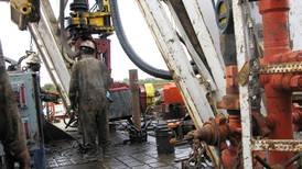 Oil prices fall on US output concerns