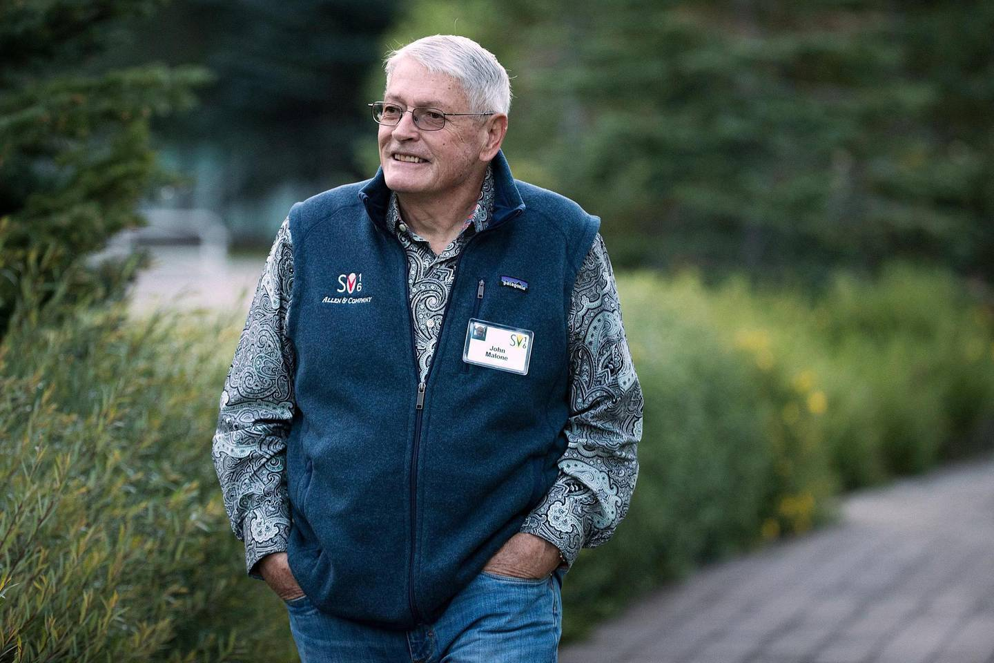 SUN VALLEY, ID - JULY 7: John Malone, businessman and former chief executive of Tele-Communications Inc., attends the annual Allen & Company Sun Valley Conference, July 7, 2016 in Sun Valley, Idaho. Every July, some of the world's most wealthy and powerful businesspeople from the media, finance, technology and political spheres converge at the Sun Valley Resort for the exclusive weeklong conference.   Drew Angerer/Getty Images/AFP (Photo by Drew Angerer / GETTY IMAGES NORTH AMERICA / Getty Images via AFP)
