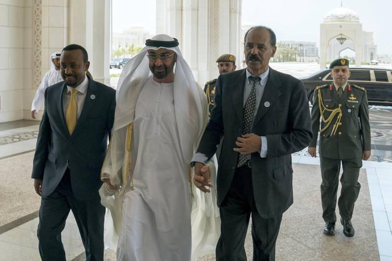 ABU DHABI, UNITED ARAB EMIRATES - July 24, 2018: HH Sheikh Mohamed bin Zayed Al Nahyan Crown Prince of Abu Dhabi Deputy Supreme Commander of the UAE Armed Forces (C), receives HE Dr Abiy Ahmed, Prime Minister of Ethiopia (L) and HE Isaias Afwerki, President of Eritrea (R), at the Presidential Palace.   ( Hamad Al Kaabi / Crown Prince Court - Abu Dhabi ) ---