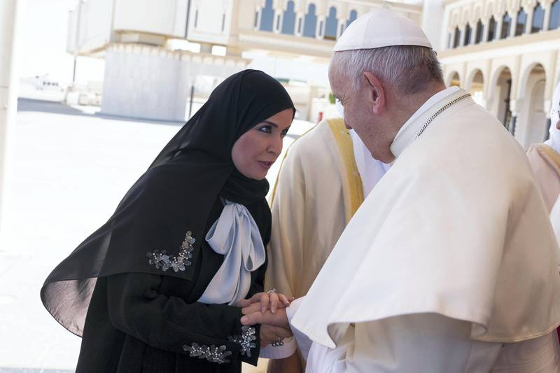 ABU DHABI, UNITED ARAB EMIRATES - February 05, 2019: Day three of the UAE Papal visit - HE Dr Amal Abdullah Al Qubaisi, Speaker of the Federal National Council (FNC) (L), bids farewell to His Holiness Pope Francis, Head of the Catholic Church (R), at the Presidential Airport.    ( Mohamed Al Hammadi / Ministry of Presidential Affairs ) ---